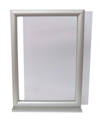 Insertion d'un visuel A3 dans un porte visuel A3 NIDEA3 vertical